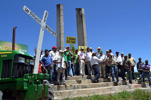 Decenas de productores de arroz del valle del cibao marcharon hoy miércoles 21 de septiembre de 2011 en la provincia de La Vega, República Dominicana. En demanda de que el gobierno adopte medidas que eviten el colapso total del sector arrocero. Foto : © Roberto Guzmán