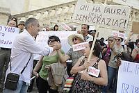 Roma, 14 Giugno 2013<br /> Piazza del Campidoglio.<br /> Sit-in in Campidoglio per Tarzan,Andrea Alzetta, contro la decisione dell'ufficio elettorale comunale che ha decretato la sua ineleggibilita' a seguito della condanna a due anni riportata da Alzetta nel 1996.<br /> Andrea Alzetta &egrave;  eletto in consiglio comunale nelle liste di Sinistra ecologia Libert&agrave;.<br /> Nella foto Andrea Alzetta, detto Tarzan