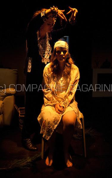 """Theatre company De Dijlezonen playing """"Blithe Spirit"""" from Noel Coward, directed by Jo Matthijs (Belgium, 13/03/2014)"""