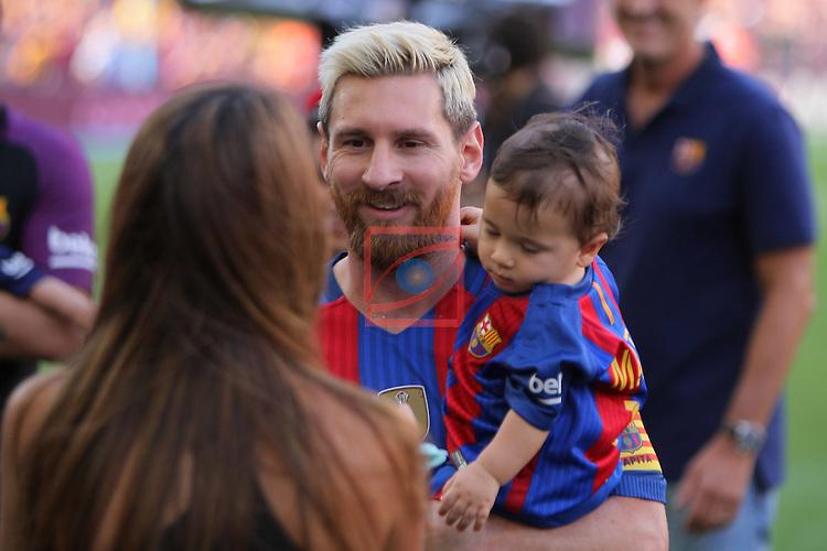 League Santander 2016/2017. Game: 1.<br /> FC Barcelona vs Real Betis: 6-2.<br /> Antonella Roccuzzo &amp; Lionel Messi.