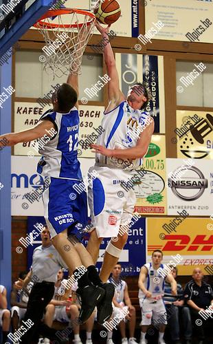 2009-01-24 / Basketbal / Boom - Kangoeroes / Leten kan De Wachter (Kangoeroes) het scoren niet beletten..Foto: Maarten Straetemans (SMB)
