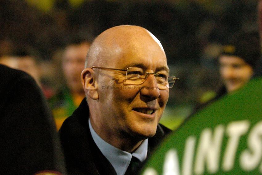 Photo: Richard Lane..Northampton Saints v Toulouse. Heineken Cup. 04/12/2004..Northampton chairman, Keith Barwell.