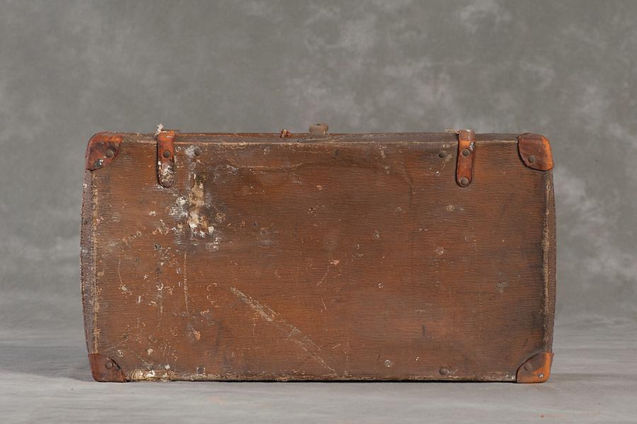 Willard Suitcases / Lottie B / ©2014 Jon Crispin