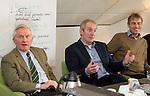 UTRECHT - Jan IJff met Dick Vastenhouw . Forumdiscussie Speelkwaliteit in de golfsport. FOTO KOEN SUYK