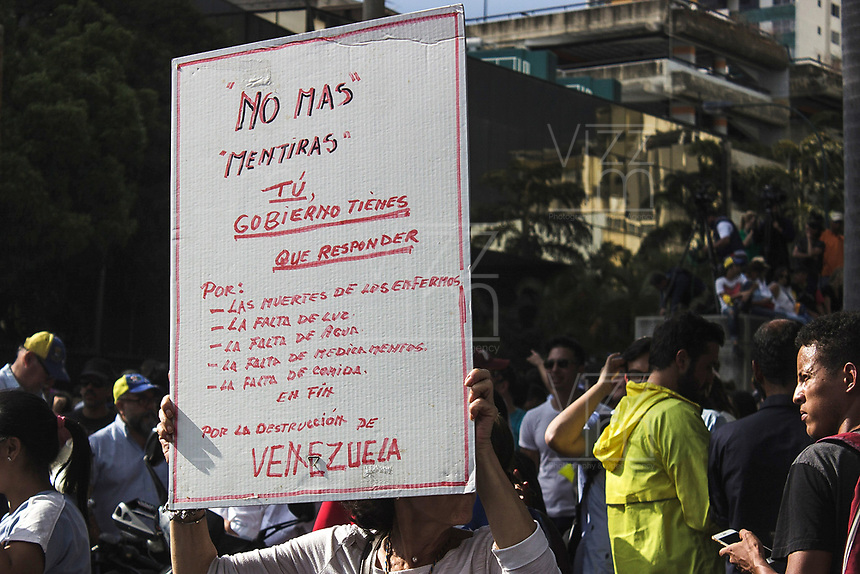 CARACAS - VENEZUELA, 12-03-2019:  El líder de la oposición y presidente interino de Venezuela, Juan Guaido, habla durante una manifestación contra el apagón y el gobierno de Nicolás Maduro el 12 de marzo de 2019 en Caracas, Venezuela. Juan Guaido, declarado presidente interino por la Asamblea Nacional y aceptado por muchos miembros de la comunidad internacional, convocó una manifestación para protestar contra el apagón que está afectando a Venezuela. Según sus palabras, es consecuencia de una corrupción y mala gestión del gobierno de Nicolás Maduro. / Opposition leader and Interim President of Venezuela Juan Guaido speaks during a demonstration against the blackout and the Nicolás Maduro government on March 12, 2019 in Caracas, Venezuela. Juan Guaido, declared interim president by the National assembly and accepted by many members of the international community called a demonstration to protest against the blackout which is affecting Venezuela. According to his words, it a consequence of a corruption and mismanagement of the government of Nicolas Maduro. ( between Brazil and Paraguay). Photo: VizzorImage / Carolain Caraballo / Cont