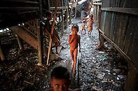 Naked Myanmar Rohingya children make their way though the slum near the sea in the town of Sittwe May 19, 2012. REUTERS/Damir Sagolj (MYANMAR)