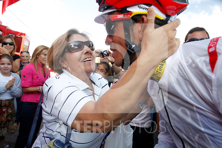 Alberto Contador celebrates with his mother his virtual victory in La Vuelta 2012 after the stage beetwen La Faisanera Golf (Segovia)-La Bola del Mundo.September 8,2012. (ALTERPHOTOS/Paola Otero)