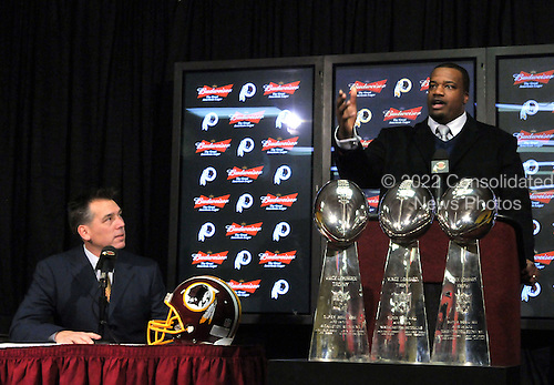 Ashburn, VA - March 3, 2009 -- Newly re-signed Washington Redskins guard Derrick Dockery makes remarks at a press conference at Redskins Park in Ashburn, Virginia on Tuesday, March 3, 2009.  Dockery signed a 5 year, $27 million contract that features a $8.5 million guarantee and calls for $11.5 million to be paid over the first 2 years..Credit: Ron Sachs / CNP