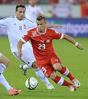 Fussball International  WM Qualifikation 2014   11.09.2012 Schweiz - Albanien Xherdan SHAQIRI (vorn, Schweiz) gegen Ervin Bulku (Albanien)