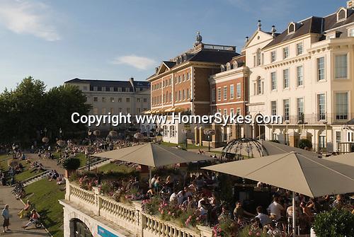 Richmond Upon Thames, Surrey, England 2007. Weekend tourists Riverside.