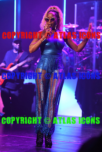 MIAMI BEACH, FL - AUGUST 22: Mary J. Blige performs at the Fillmore on August 22, 2017 in Miami Beach, Florida. Credit Larry Marano © 2017