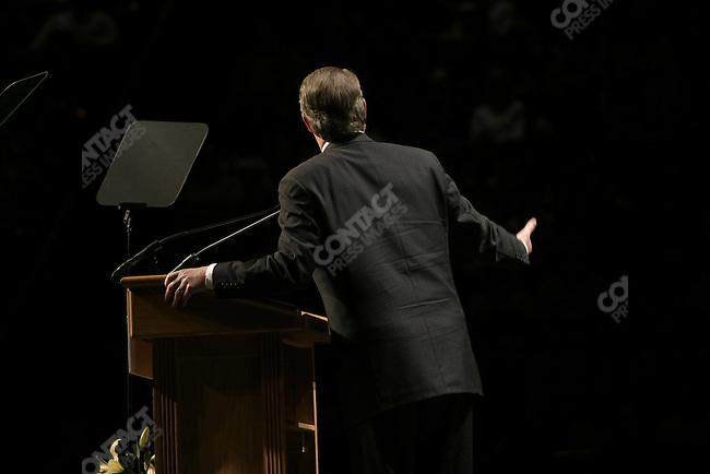 Al Gore  giving a MoveOn.org speech. DAR Constitution Hall, Washington, D.C., November 9, 2003