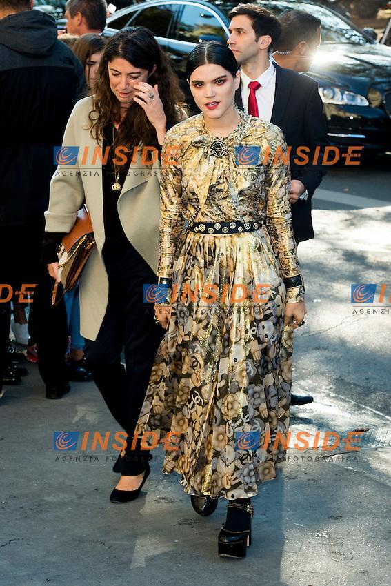 Stephanie di Giusto et Stephanie Sokolinski / Soko Chanel s fashion show arrivals - Paris - 04/10/2016 <br /> Foto Panoramic / Insidefoto