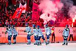 Bollnäs 2013-02-17 Bandy SM-kvartsfinal , Bollnäs GIF - Edsbyns IF :  .Edsbyn spelare firar segern med fansen.(Byline: Foto: Kenta Jönsson) Nyckelord:  jubel glädje lycka glad happy supporter fans publik supporters