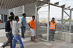 African refugees detainees go back to the detention center Holot, in the Negev dessert in Israel. Around 350 African refugees are been held in Holot detention center, despite big demonstrations held in Tel Aviv and Jerusalem against the detention. Photo: Quique Kierszenbaum
