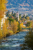 Italien, Suedtirol, Meran: Herbststimmung entlang der Passer   Italy, South Tyrol (Alto Adige-Trentino), Merano: autumn scene along river Passirio