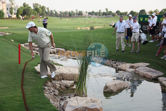 Dubai World Championship Golf. Earth Course,.Jumeirah Golf Estate, Dubai, U.A.E...Padraig Harrington tries to get his ball from the water on the 18th during the second round of the Dubai World Golf championship..Photo: Fran Caffrey/www.golffile.ie...