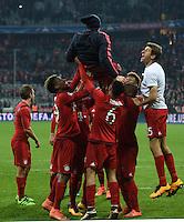 FUSSBALL CHAMPIONS LEAGUE  SAISON 2015/2016 ACHTELFINALE RUECKSPIEL FC Bayern Muenchen  - Juventus Turin      16.03.2016 Kingsley Coman, Thiago Alcantara und Thomas Mueller (v.l., FC Bayern Muenchen) lassen Franck Ribery hochleben