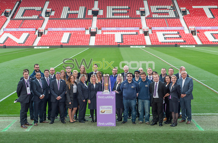 Picture by Allan McKenzie/SWpix.com - 10/10/2015 - Rugby League - First Utility Super League Grand Final - Leeds Rhinos v Wigan Warriors - Old Trafford, Manchester, England - The RFL team picture with the First Utility Cup.