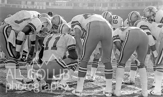 San Francisco 49ers vs.Dallas Cowboys at Candlestick Park Sunday, January 10. 1982..49ers beat Cowboys 28-27 for Conference Championship..Dallas Quarterback Danny White (11) give his team the play instructions...Photo By Al Golub/Golub Photography.
