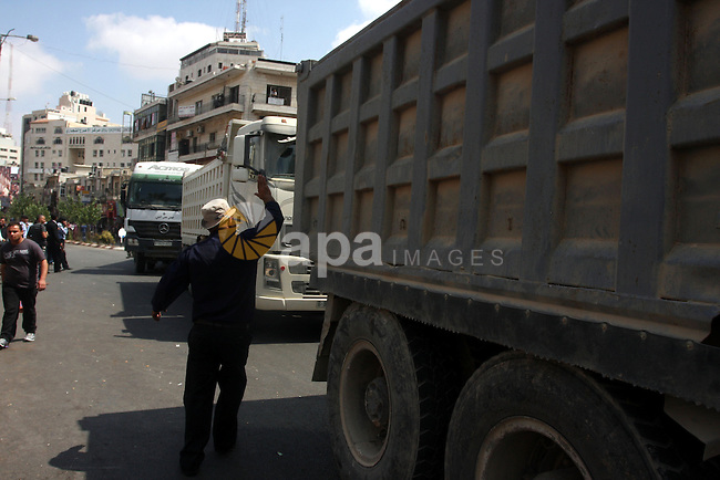 Palestinian truck drivers block a road during a protest against the high cost of living in the West Bank city of Ramallah, Sunday, Sep. 09, 2012. Photo by Issam Rimawi