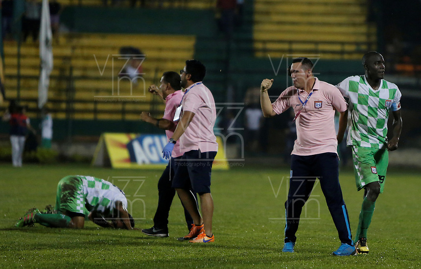 FLORIDABLANCA - COLOMBIA -12-06-2017: Jugadores del Chicó celebran el título después del partido de vuelta entre Real Santander y Boyacá Chico FC por la final del Torneo Águila I 2017 jugado en el estadio Álvaro Gómez Hurtado de la ciudad de Floridablanca. / Players of Chico celebrate the title after second leg match between Real Santander and Boyaca Chico FC for the final of the Aguila Tournament I 2017 played at Alvaro Gomez Hurtado stadium in Floridablanca city. Photo: VizzorImage / Óscar Martínez / Cont