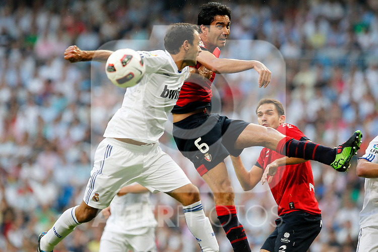 Madrid (11/09/10).- Estadio Santiago Bernabeu..Campeonato Nacional de Liga 2ª Jornada..Real Madrid 1- Osasuna 0.Ricardo Carvalho y Nekounam...© Alex Cid-Fuentes/ALFAQUI