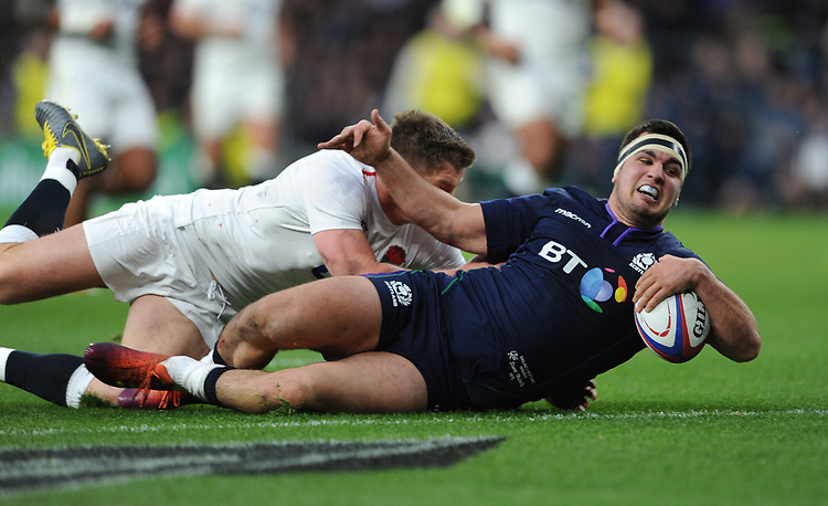 Stuart McInally (c) of Scotland scores a try during the Guinness Six Nations Calcutta Cup match between England and Scotland at Twickenham Stadium on Saturday 16th March 2019 (Photo by Rob Munro/Stewart Communications)