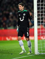 FUSSBALL   1. BUNDESLIGA    SAISON 2012/2013    9. Spieltag   Hannover 96 - Borussia Moenchengladbach         28.10.2012 Torwart Ron Robert Zieler (Hannover 96)