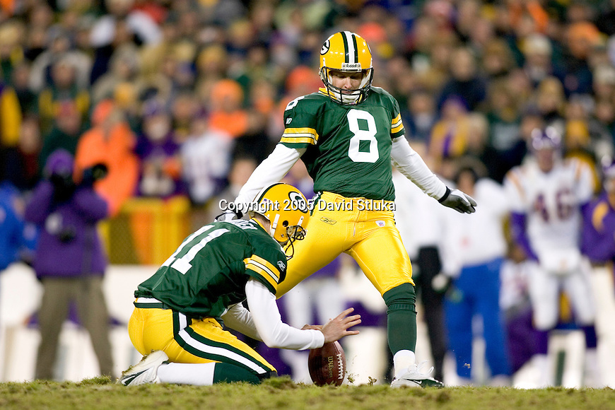 Kicker Ryan Longwell #8 of the Green Bay Packers kicks a field goal against the Minnesota Vikings at Lambeau Field on November 21, 2005 in Green Bay, Wisconsin. The Vikings defeated the Packers 20-17. (Photo by David Stluka)