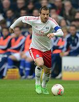 FUSSBALL   1. BUNDESLIGA   SAISON 2012/2013    31. SPIELTAG FC Schalke 04 - Hamburger SV          28.04.2013 Rafael van der Vaart (Hamburger SV) am Ball