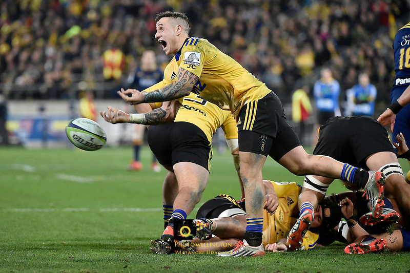 TJ Perenara in action during the Super Rugby Final - Hurricanes v Highlanders at Westpac Stadium, Wellington, New Zealand on Saturday 4 July 2015.<br /> Photo by Masanori Udagawa. <br /> www.photowellington.photoshelter.com.