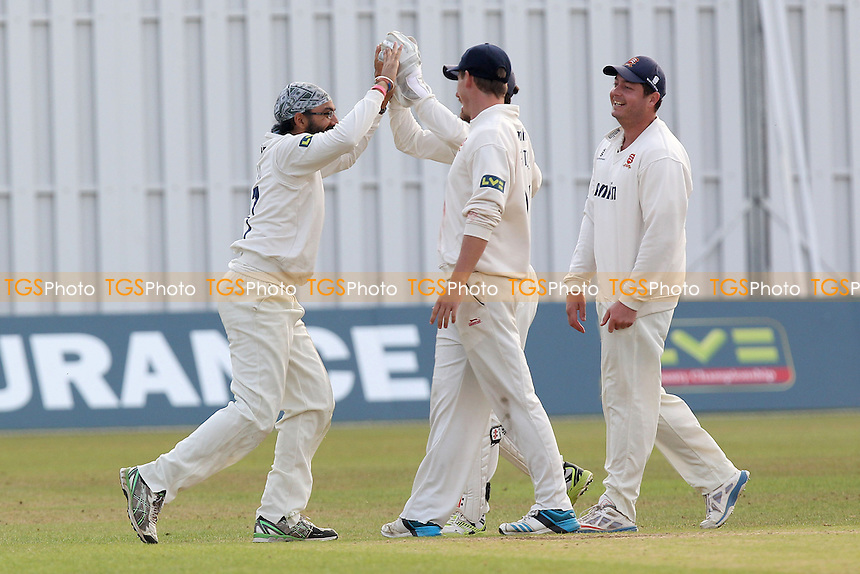 Monty Panesar of Essex (L) celebrates taking the wicket of Leicestershire batsman Greg Smith - Leicestershire CCC vs Essex CCC - LV County Championship Division Two Cricket at Grace Road, Leicester - 16/09/14 - MANDATORY CREDIT: Gavin Ellis/TGSPHOTO - Self billing applies where appropriate - contact@tgsphoto.co.uk - NO UNPAID USE