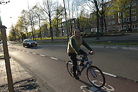 AMSTERDAM-HOLANDA-  Ciclista en una de las ciclorutas que conducen al centro de la ciudad./ Cyclist  on a bike path that leads to the city center. Photo: VizzorImage/STR