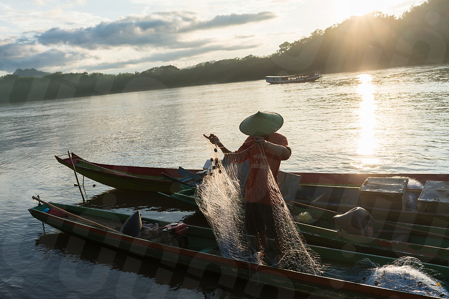 May 13, 2017 - Luang Prabang (Laos). A fisherman casts his net on a stretch of the Mekong river that passes through Luang Prabang. © Thomas Cristofoletti / Ruom