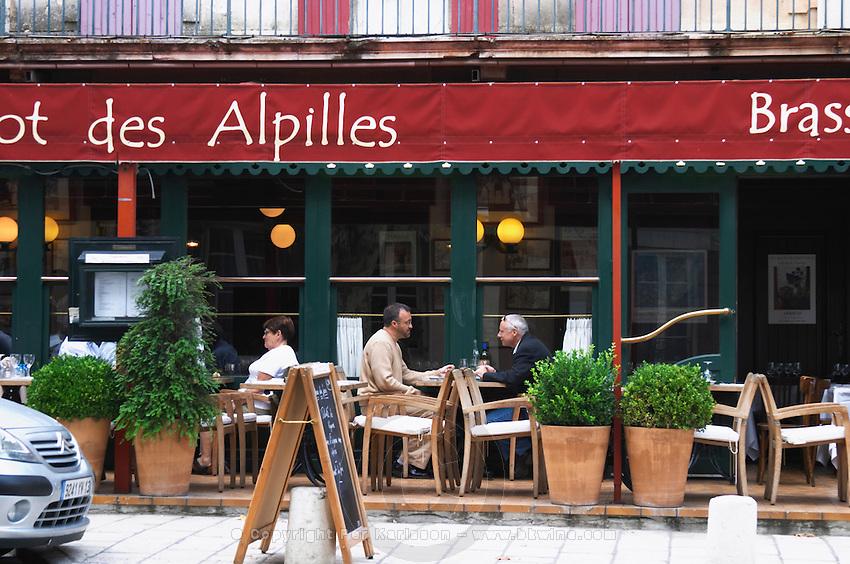 Le Bistrot des Alpilles restaurant. People sitting on the outside terrace eating. Saint Remy de Provence, Bouches du Rhone, France, Europe