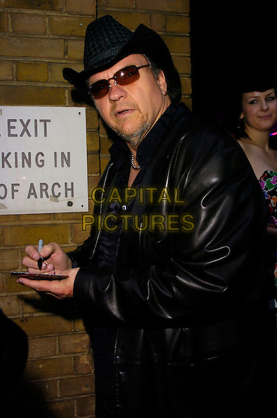 MEATLOAF & GUESTS.The Kerrang Awards, The Brewery, London, UK..August 24th, 2006.Ref: CAN.half length black hat sunglasses shades leather jacket signing autograph.www.capitalpictures.com.sales@capitalpictures.com.©Can Nguyen/Capital Pictures