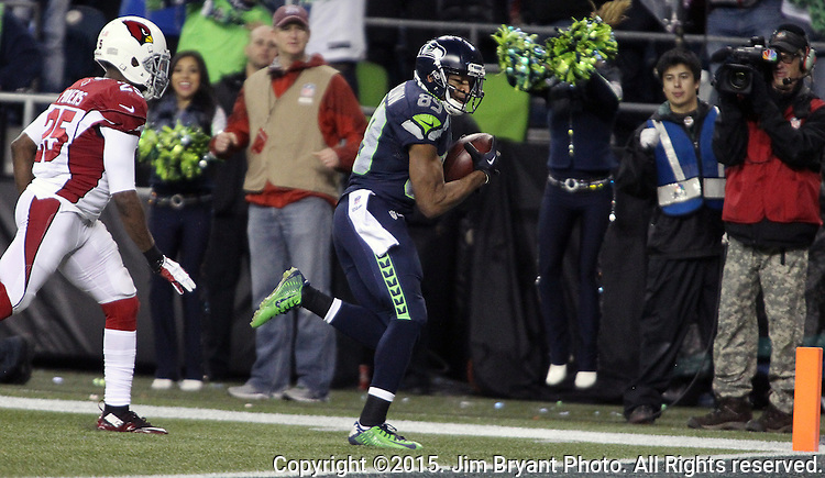 Seattle Seahawks wide receiver Doug Baldwin( 89) scores on a 32 yard touchdown pass from quarterback Russell Wilson over defending Arizona Cardinals cornerback Jerraud Powers (25) at CenturyLink Field in Seattle, Washington on November 15, 2015. The Cardinals beat the Seahawks 39-32.   ©2015. Jim Bryant photo. All Rights Reserved.
