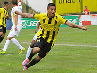 FLORIDABLANCA -COLOMBIA, 11-FEBERERO-2015.  Luis Espinola (#8) jugador de Alianza Petrolera celebra su gol  contra Aguilas Pereira durante encuentro  por la fecha 3 de la Liga Aguila I 2015 disputado en el estadio Alvaro G—mez Hurtado de la ciudad de Floridablanca./ Luis Espinola (# 8) player of Alianza Petrolera celebrates his goal against  of Aguilas Pereira during match for the third date of the Aguila League I 2015 played at Alvaro Gomez Hurtado stadium in Floridablanca city Photo:VizzorImage / Jose Martinez / Stringer