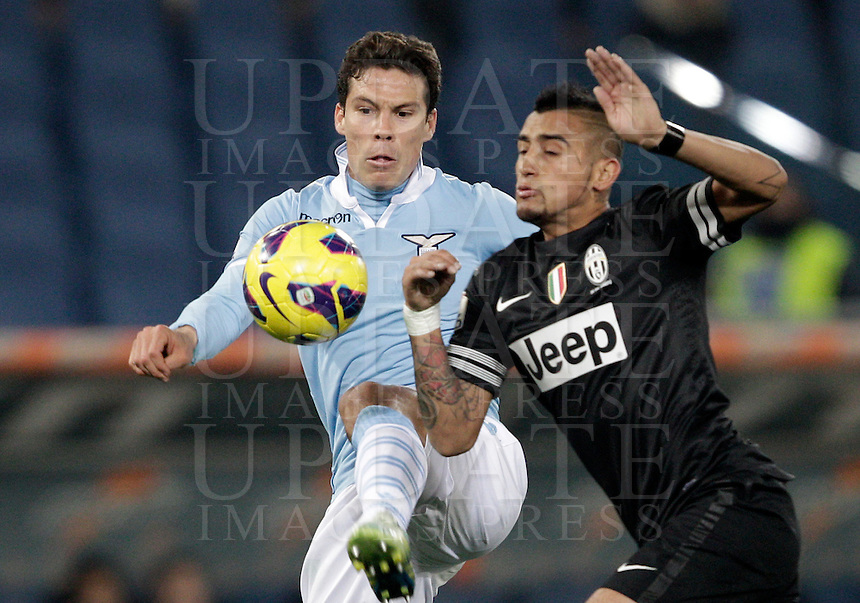 Calcio, semifinale di ritorno di Coppa Italia: Lazio vs Juventus. Roma, stadio Olimpico, 29 gennaio 2013..Lazio midfielder Hernanes, of Brazil, and Juventus midfielder Arturo Vidal, of Chile, right, fight for the ball during the Italy Cup football semifinal return leg match between Lazio and Juventus at Rome's Olympic stadium, 29 January 2013..UPDATE IMAGES PRESS/Riccardo De Luca