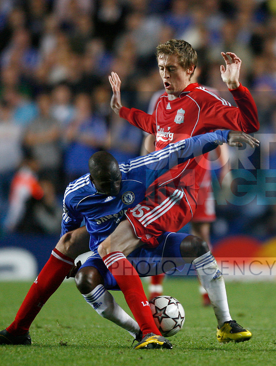 Chelsea's Claude Makelele is swallowed up in Liverpool's Peter Crouch's legs