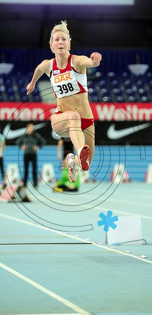 Leichtathletik - DHM 2009 Deutsche Hallenmeisterschaften - ARENA Leipzig - Track and Field - im Bild: Dreisprung Frauen - Katja Demut (TuS Jena) im Sprung - sie gewinnt klar..Foto: Norman Rembarz..Norman Rembarz, Holbeinstr. 14, 04229 Leipzig, Hypo-Vereinsbank, BLZ: 86020086, Kto: 357889472, Ust. ID.: DE 256991963 St. Nr.: 231/261/06432 !!!!!!  Honorar zuzüglich 7 % Mwst !!!!!!!!