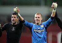 FUSSBALL   CHAMPIONS LEAGUE   SAISON 2011/2012  Bayer 04 Leverkusen - FC Valencia           19.10.2011 Schlussjubel: Michael BALLACK (li) und Torwart Bend LENO (re, beide Leverkusen)
