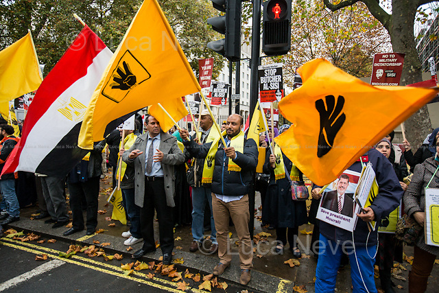 Egyptian people protesting against the Egyptian President Sisi Visit in London - Pro-Morsi.<br /> <br /> London, 05/11/2015. Protestors and supporters of the President of the Arab Republic of Egypt, Abdel Fattah el-Sisi (commonly known as Sisi), stand outside 10 Downing Street during his first day of visit to the United Kingdom.