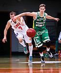 S&ouml;dert&auml;lje 2014-10-11 Basket Basketligan S&ouml;dert&auml;lje Kings - Ume&aring; BSKT :  <br /> S&ouml;dert&auml;lje Kings Uros Zadnik i kamp om bollen med Ume&aring;s Albin Frank <br /> (Foto: Kenta J&ouml;nsson) Nyckelord:  S&ouml;dert&auml;lje Kings SBBK Basket Basketligan T&auml;ljehallen Ume&aring; BSKT