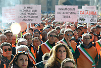Roma, 14 Febbraio 2019<br /> Agricoltori e olivicoltori con i gilet arancioni protestano in Piazza Santi Apostoli, chiedono il riconoscimento dello stato di calamità dopo le gelate di febbraio 2018, interventi mirati e decisi contro la xylella .
