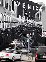 SANTA MONICA-ESTADOS UNIDOS. Son muchos los murales que se ven en algunas calles de  Santa Monica que sirven de atractivo turistico de esta ciudad del condado de Los Angeles.  Photo: VizzorImage
