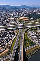 Alça de acesso a rodovia Castello Branco, SP-280. São Paulo. 2008. Foto de Juca Martins.