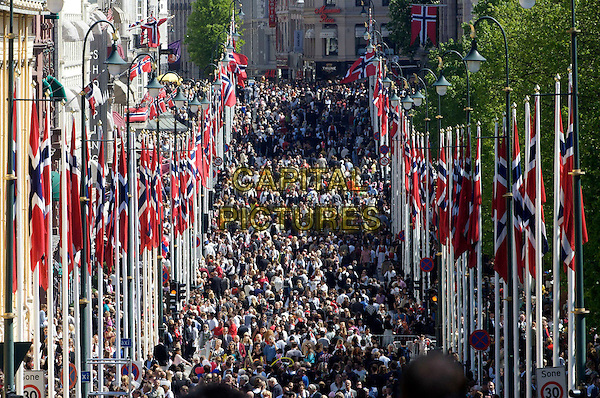 ATMOSPHERE .Norwegian National Day, Oslo, Asker, Norway..May 17th, 2009.royal royalty gv g.v. general view crowd flags  streets .CAP/PPG/JH.©Jens Hartmann/People Picture/Capital Pictures