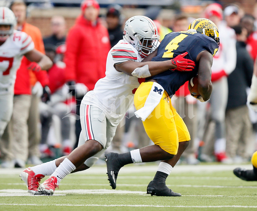 Ohio State Buckeyes linebacker Raekwon McMillan (5) against Michigan Wolverines at Michigan Stadium in Arbor, Michigan on November 28, 2015.  (Dispatch photo by Kyle Robertson)